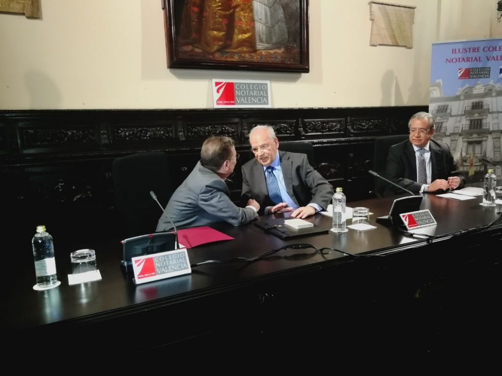 Alfonso Guerra: «Cuando un ministro lleva la contraria a la posición del Gobierno y tribunales, deberían resolverlo»