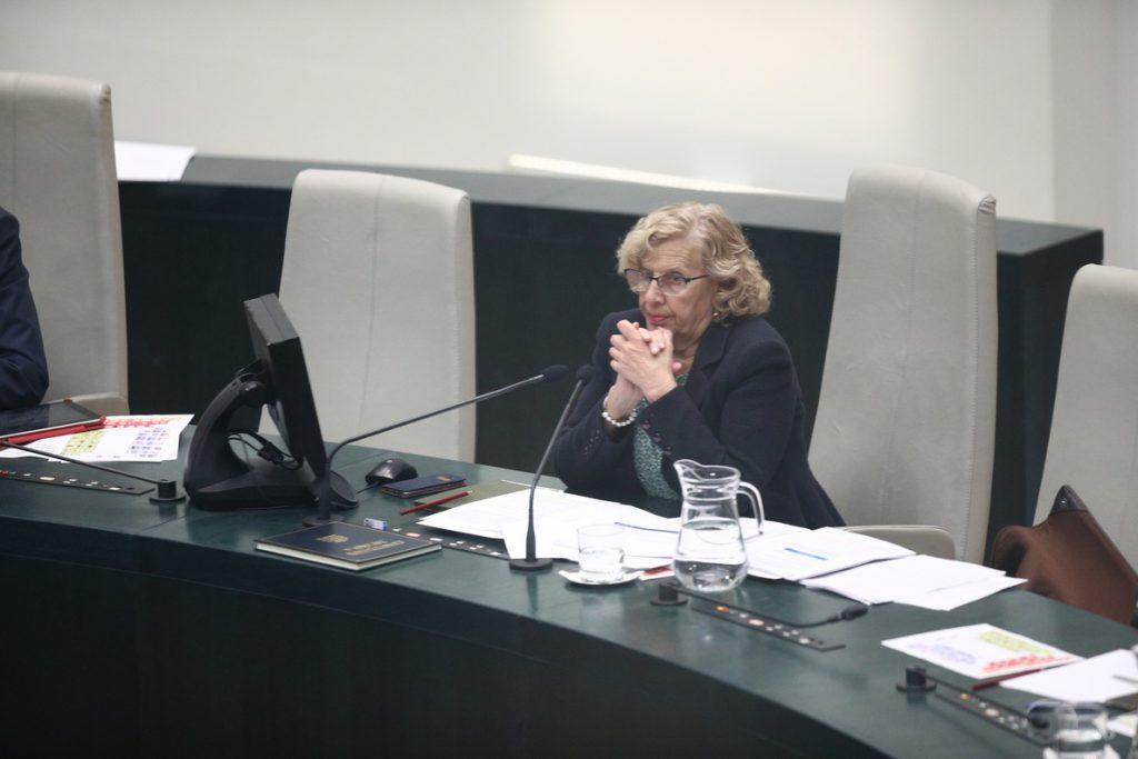 Carmena propone a Zoido estudiar la posibilidad de que personas sin papeles puedan trabajar «transitoriamente» en Madrid