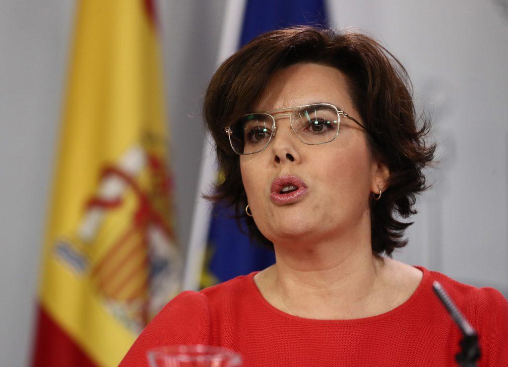 Sáenz de Santamaría dice que ETA no va a conseguir nada por disolverse