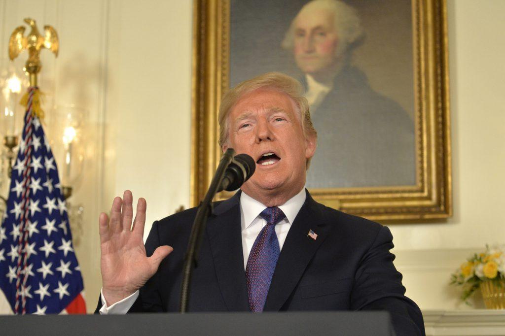 Trump dice que podría condicionar el TLCAN a que México sea duro con la inmigración