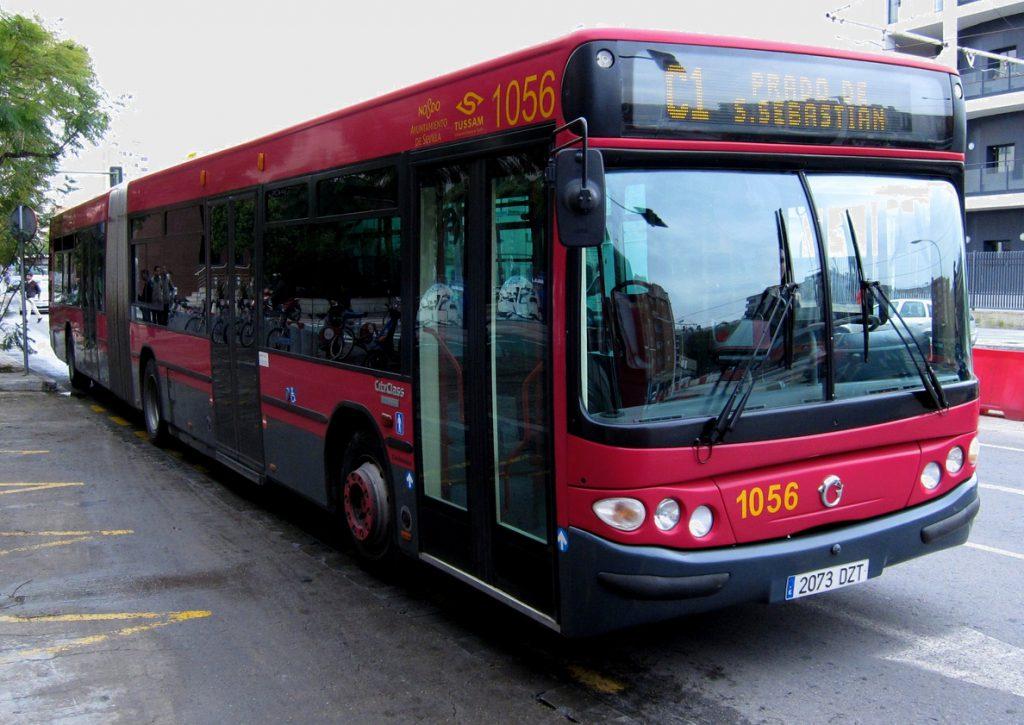 La empresa Tussam insiste en que los conductores de autobús se consideren agentes de la autoridad en caso de agresión