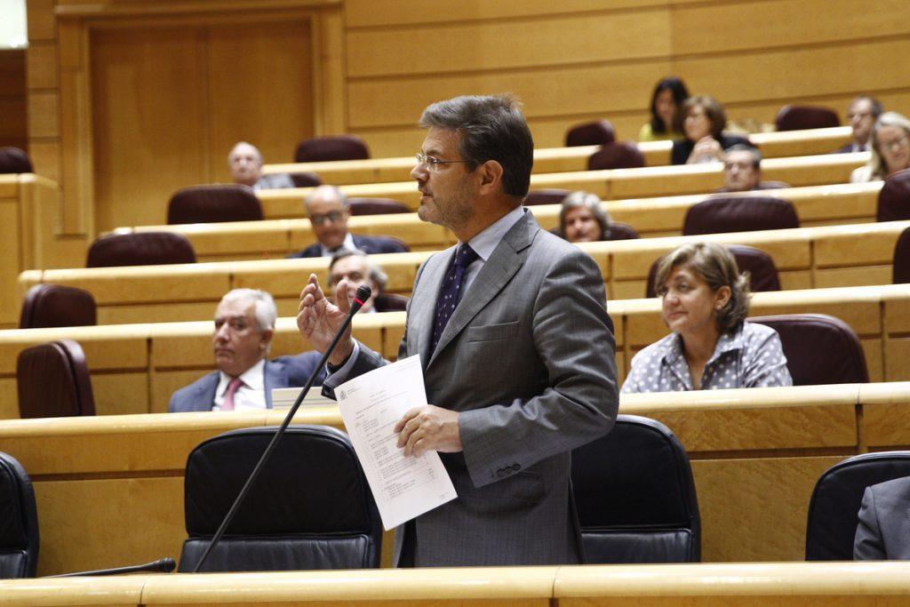 Catalá reprocha al PSOE que utilice las exhumaciones de cuerpos del Valle de los Caídos para «rehurgar en las heridas»
