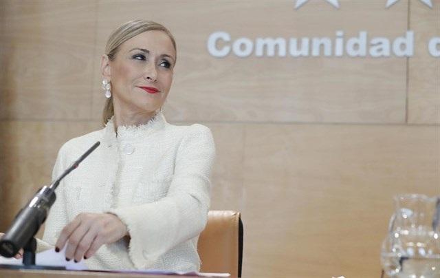 Cristina Cifuentes, 36 días 'resistiendo' ante la polémica de un máster con notas supuestamente falsificadas
