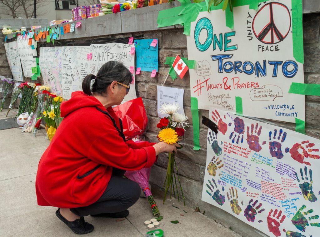 Identifican a madre soltera como una de las víctimas de atropello masivo en Toronto