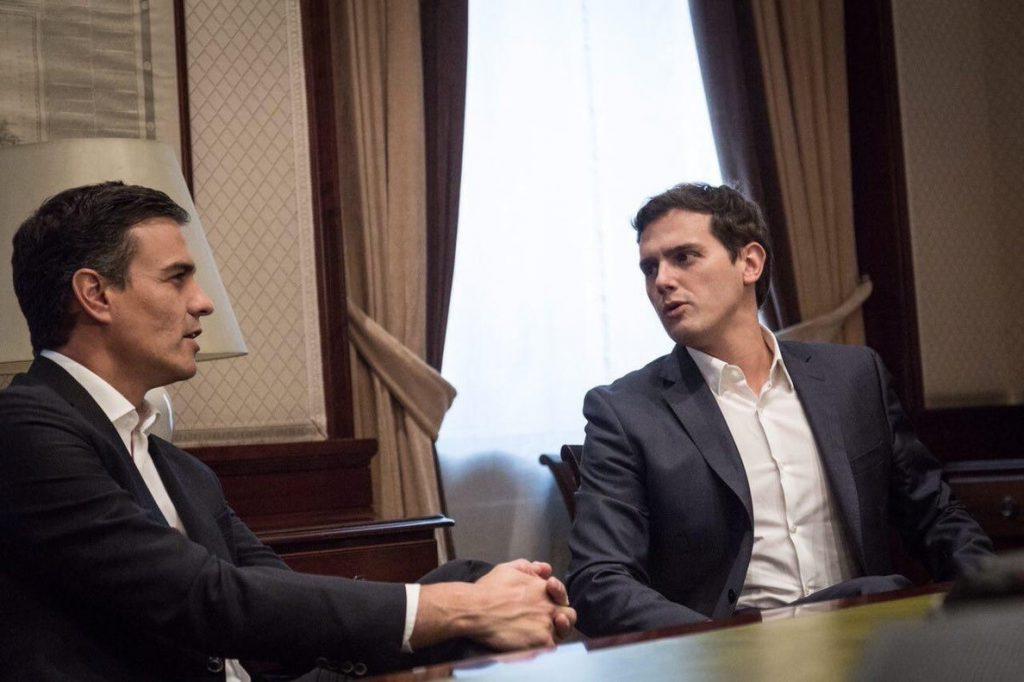 Rivera contesta a Pedro Sánchez que, tras la dimisión de Cifuentes, ya no cabe hablar de Gabilondo como presidente