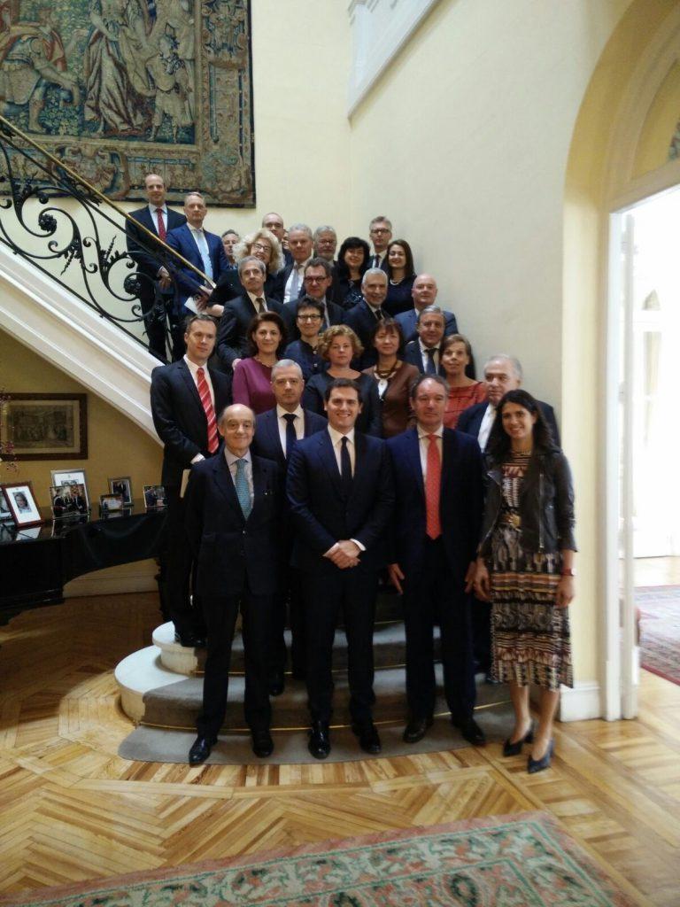 Rivera expone ante diplomáticos europeos la falta de acción exterior del Gobierno frente a la «amenaza» del nacionalismo