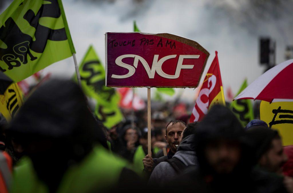 Los ferroviarios franceses elevan la presión al Gobierno pese al diálogo