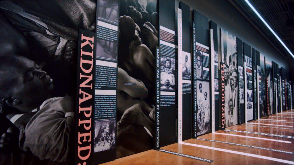 Abre las puertas en EE.UU. museo que retrata injusticias contra afroamericanos