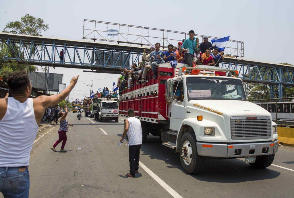Miles de campesinos llegan a Managua y son recibidos con aplausos y vítores
