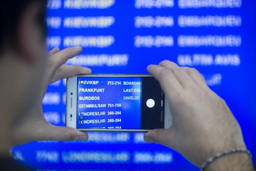 La huelga de controladores de Marsella obliga a cancelar 122 vuelos en El Prat