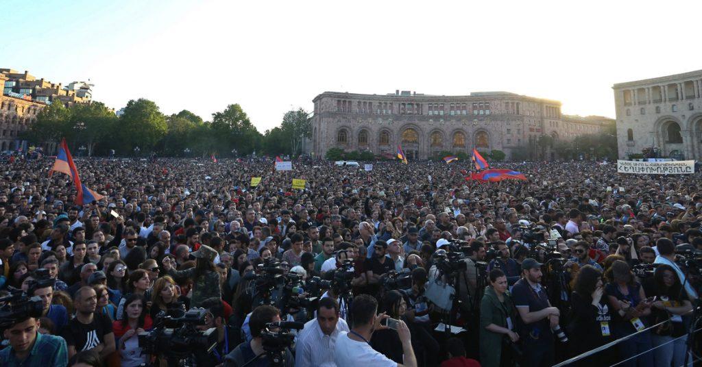 Una economía desastrosa, la llama que encendió la crisis armenia