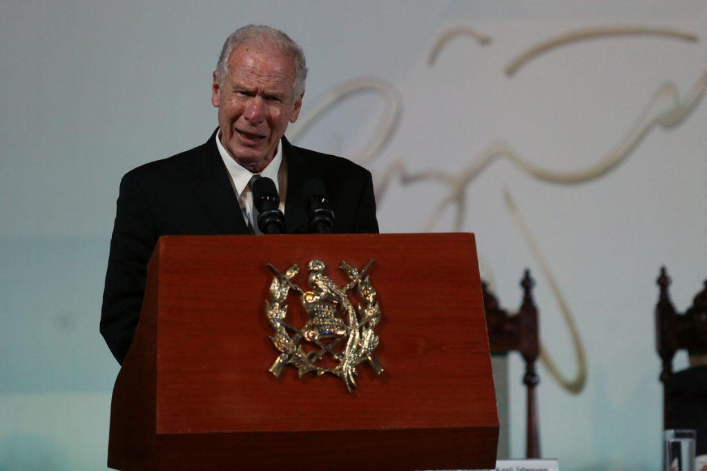 Los restos del expresidente de Guatemala, Álvaro Arzú llegan al Palacio para honores