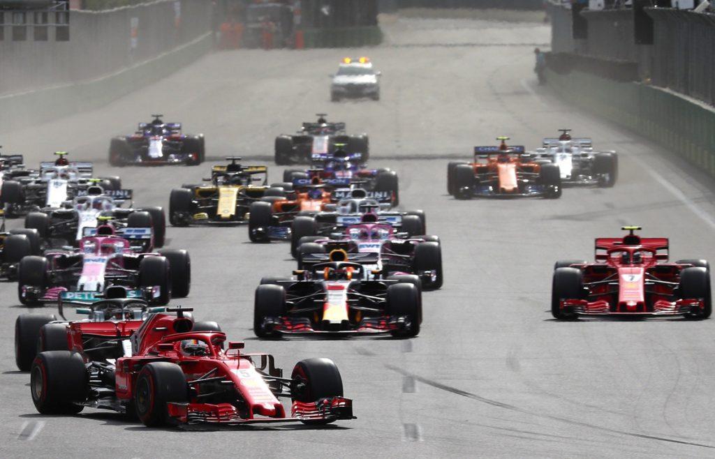Hamilton gana el GP de Azerbaiyán tras un pinchazo de Bottas