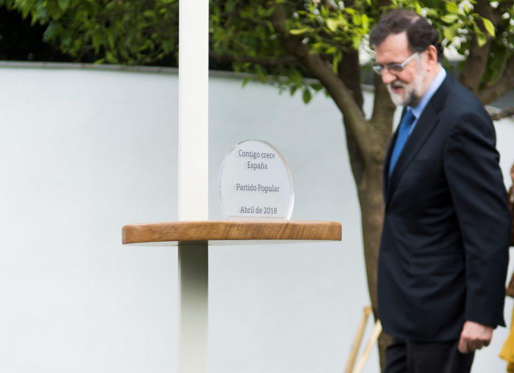 Rajoy hace senderismo y se interesa por las conexiones por carretera en Ronda