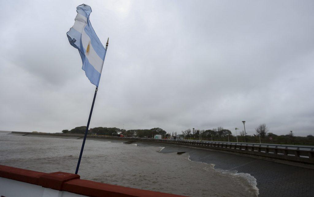 Dos muertos y numerosos daños deja un fuerte temporal en Buenos Aires