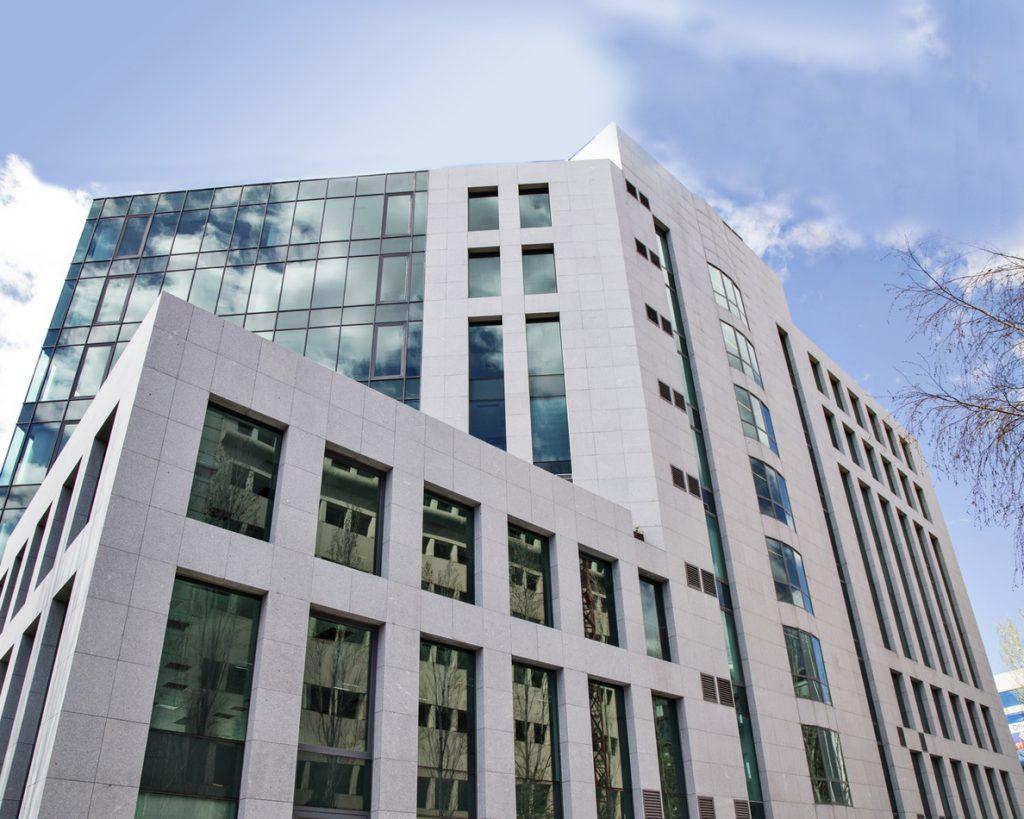 Blackstone reducirá el precio de la OPA por Hispania si la socimi distribuye dividendo en plena oferta