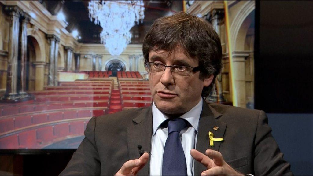 Puigdemont: «Cataluña escoge la libertad pese a los pirómanos que señalan la escuela catalana»