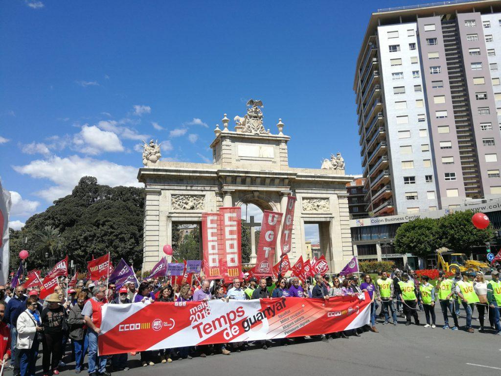 Decenas de miles de personas salen a la calle para pedir igualdad y salarios dignos