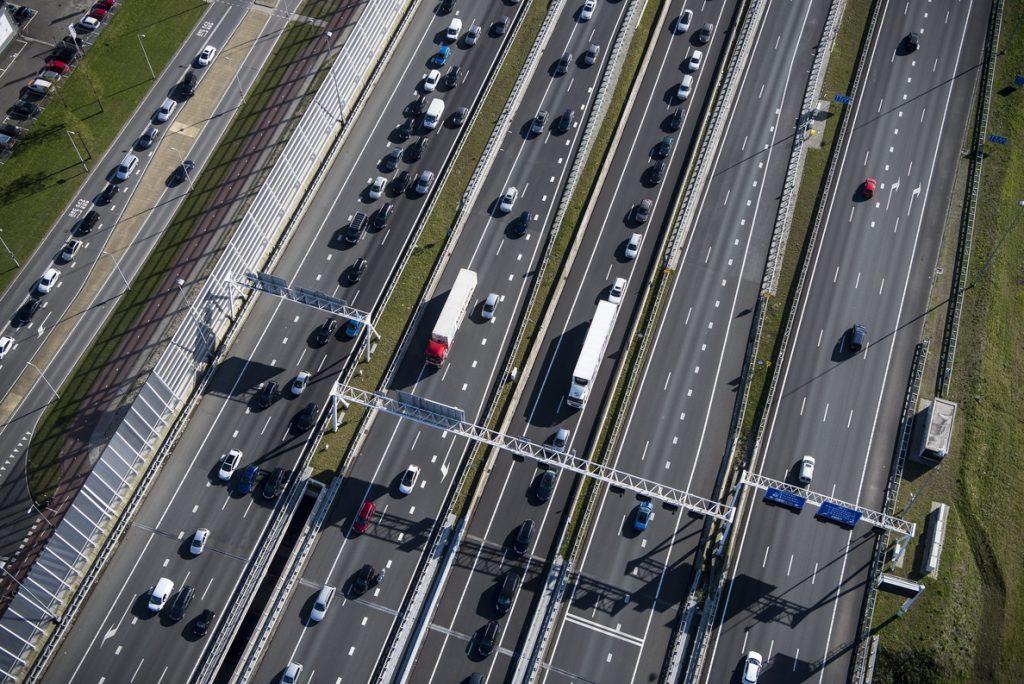 El Gobierno rebaja a 1.800 millones la factura del 'rescate' de las autopistas