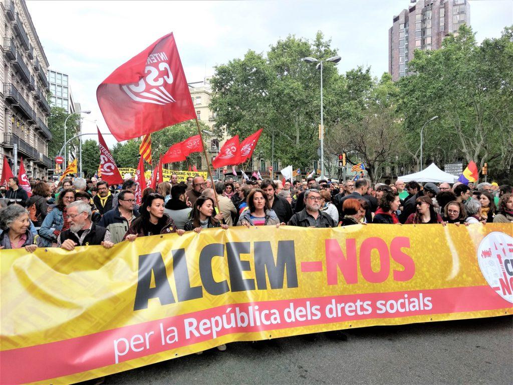 Más de 500 manifestantes en Barcelona por los derechos sociales en la República