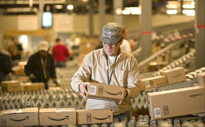 Amazon lanza una oferta por el 60% del minorista indio Flipkart, por el que también compite Walmart