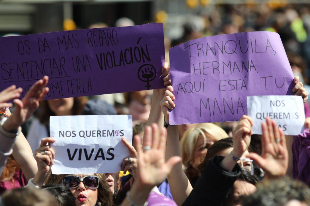 Errejón abandona el acto oficial del Dos de Mayo para apoyar la manifestación en Sol contra la sentencia de 'La Manada'