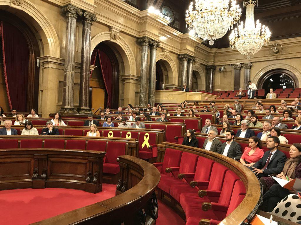 JxCat propone reformar también el reglamento del Parlament para regular las investiduras a distancia