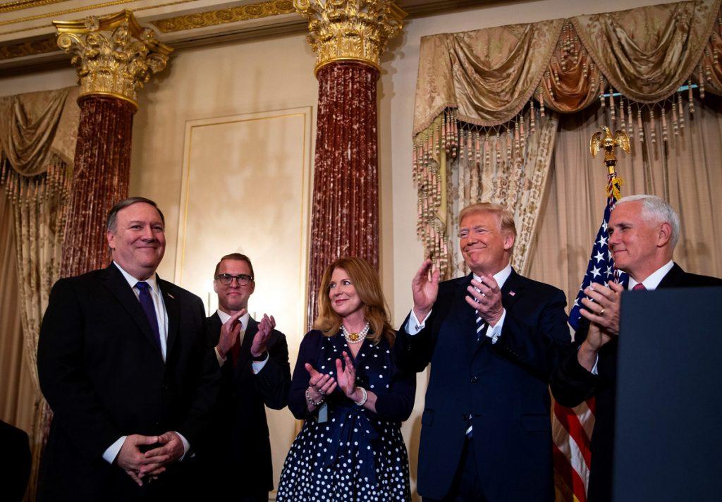 Trump confía en que Pompeo levante a un Departamento de Estado en horas bajas