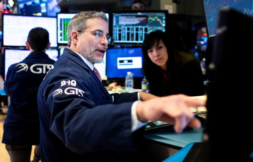 Wall Street en rojo a media sesión y el Dow Jones baja un 0,16 %