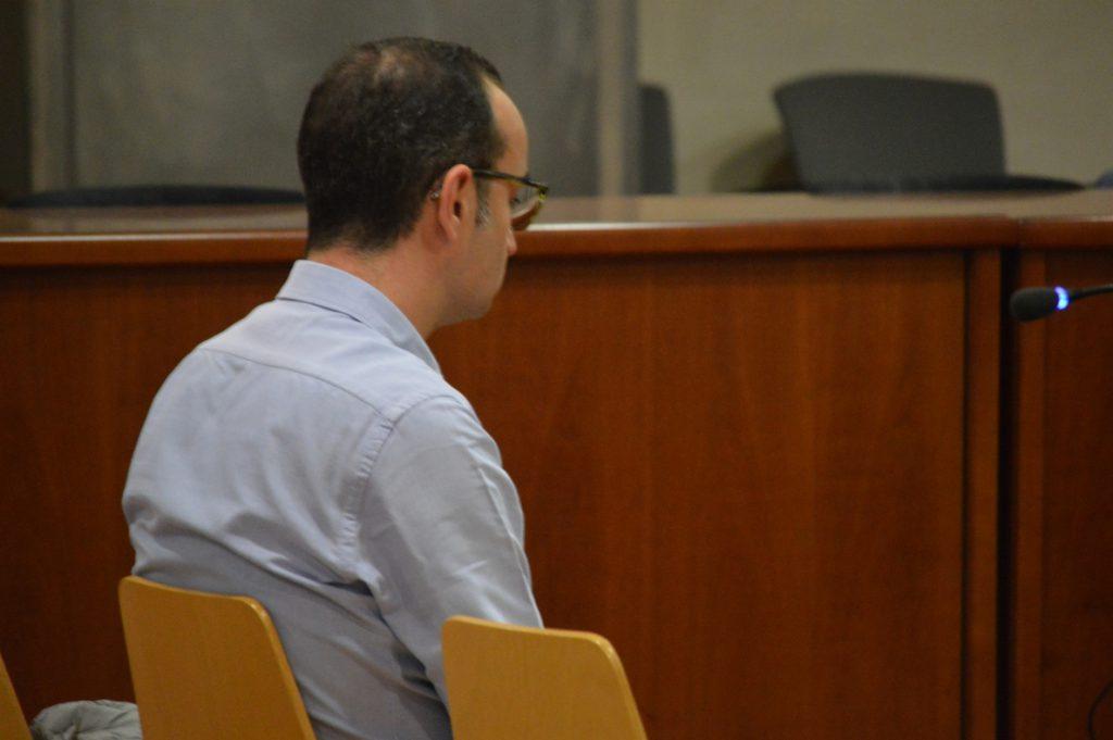 Un extrabajador de banca de Lleida falsificaba firmas de clientes para invertir en fondos de inversión