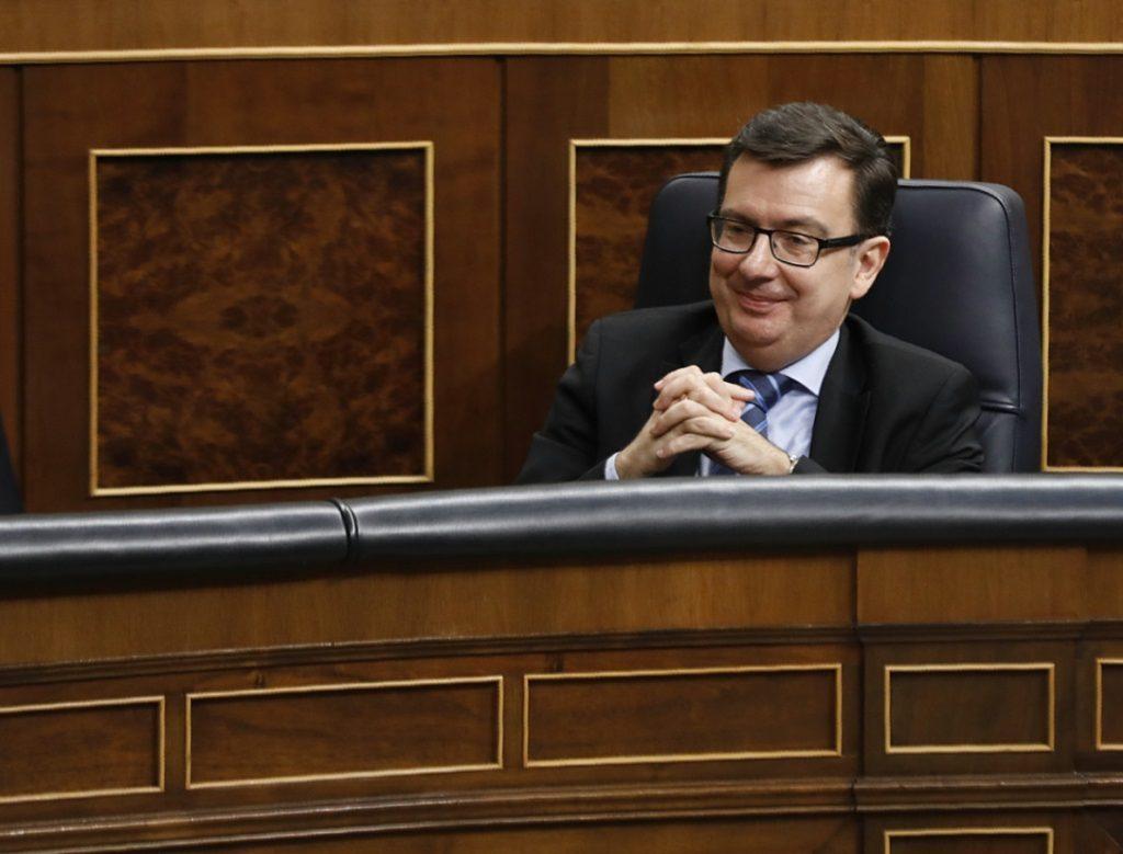 El PSOE reta a Escolano a debatir en el Congreso la postura española en la UE tras no incluir los eurobonos