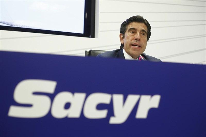 Sacyr permite a Manrique seguir de presidente al quitar el límite de edad para el cargo
