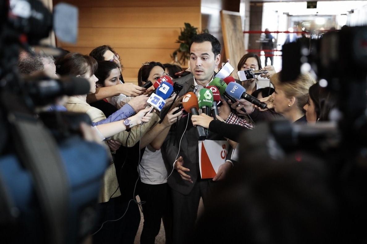 Aguado quiere que pase «cuanto antes» la investidura de Garrido para recuperar «la normalidad»