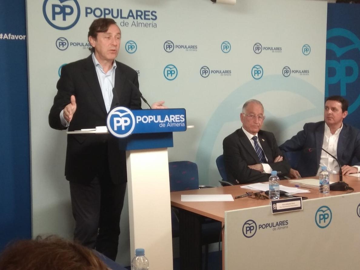 Hernando (PP) insta a Rivera a «pensar en España, no en encuestas» y le afea que «rompa unidad» frente a independentismo