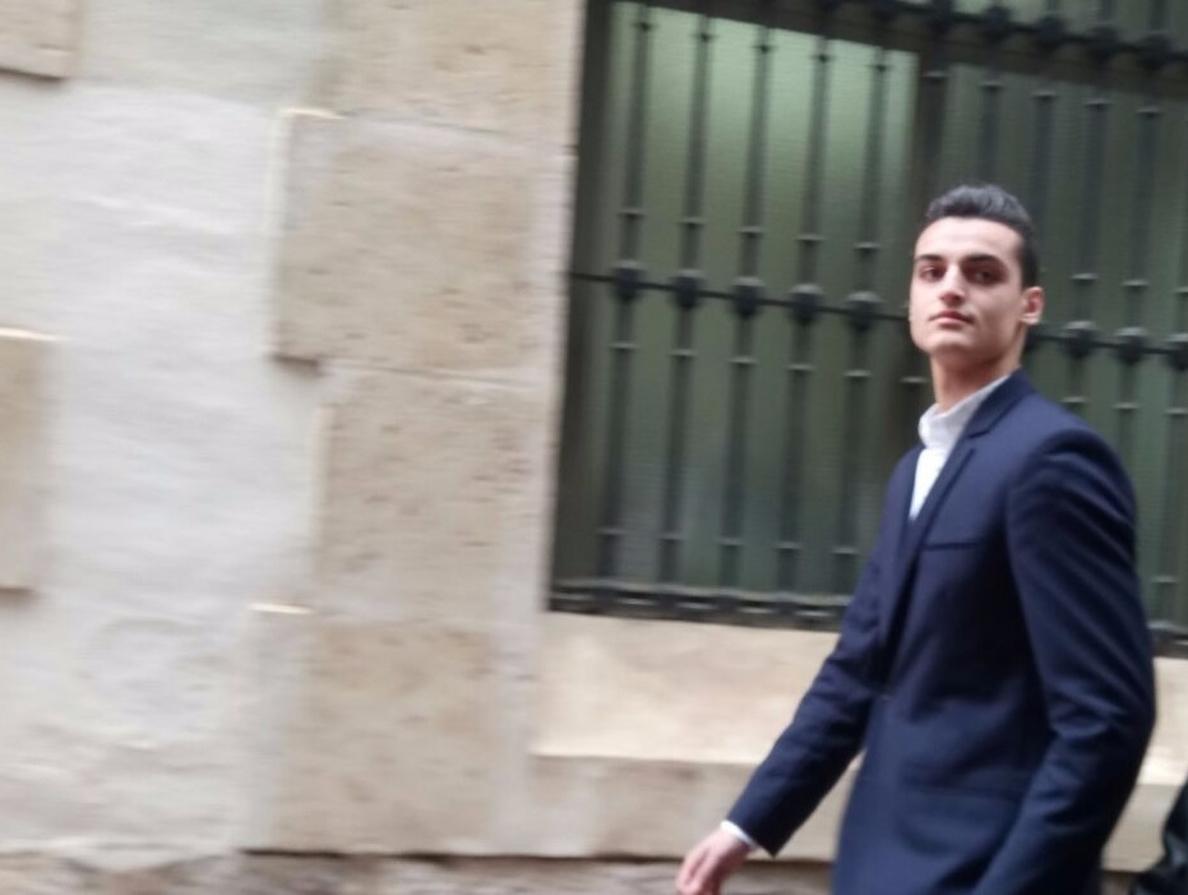 Una juez de Alicante pide una fianza de 500.000 euros por injurias al youtuber que llamó »cara anchoa» a un repartidor