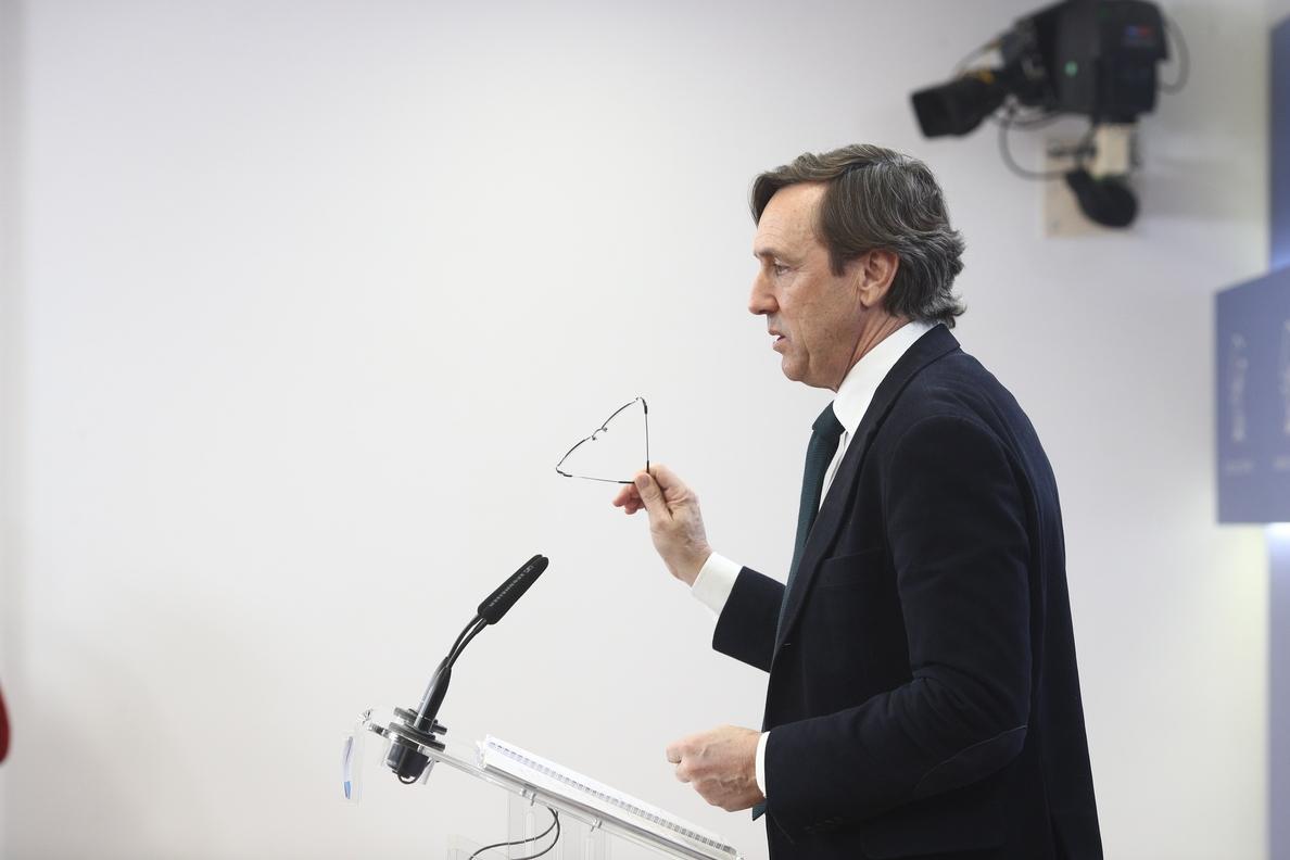 PP pide al PSOE que explique las becas de Susana Díaz y a Cs, el carné naranja del exdirector del centro de Pablo Casado