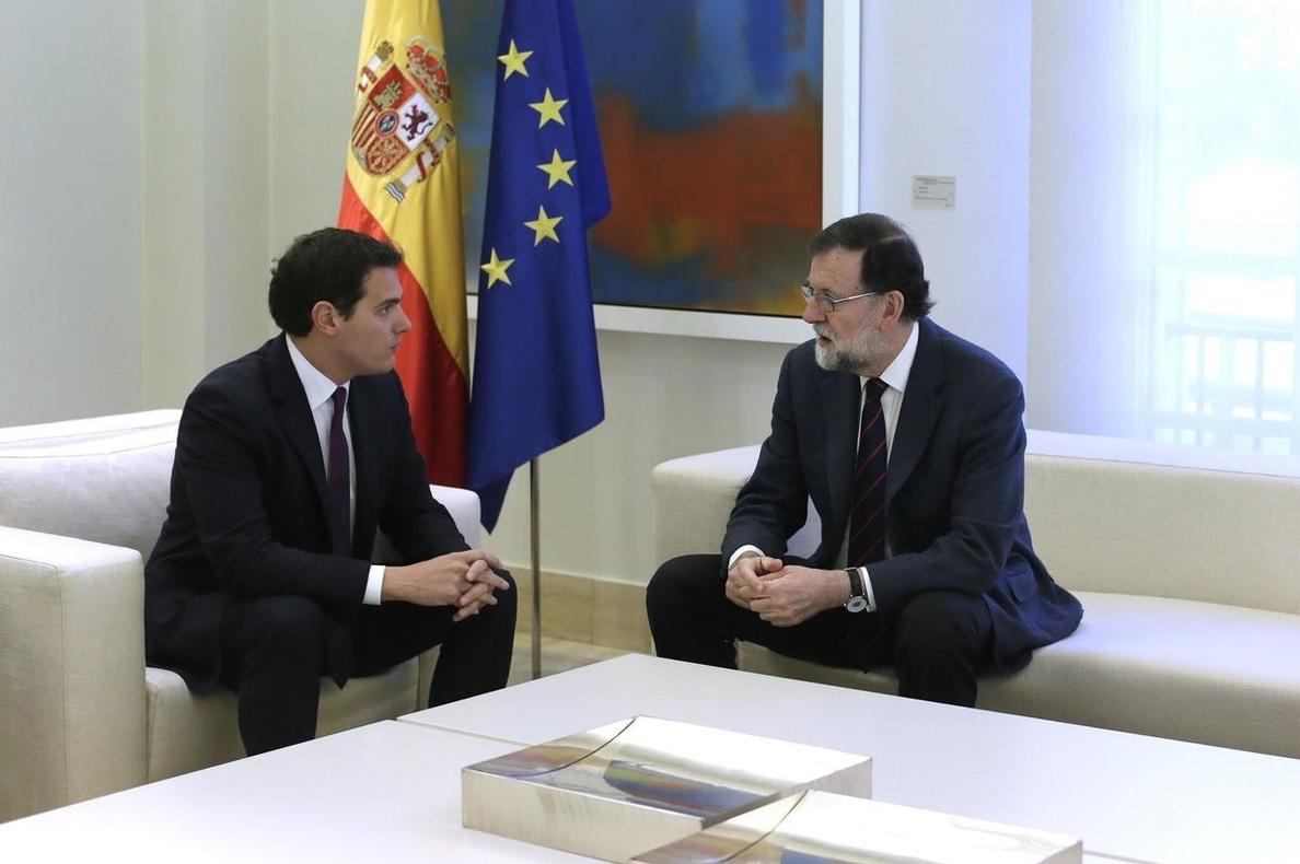 Rajoy y Rivera terminan su reunión de una hora en Moncloa