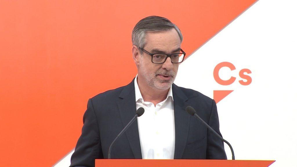 Villegas califica la toma de posesión de Torra como un acto «secuestrado por el separatismo»