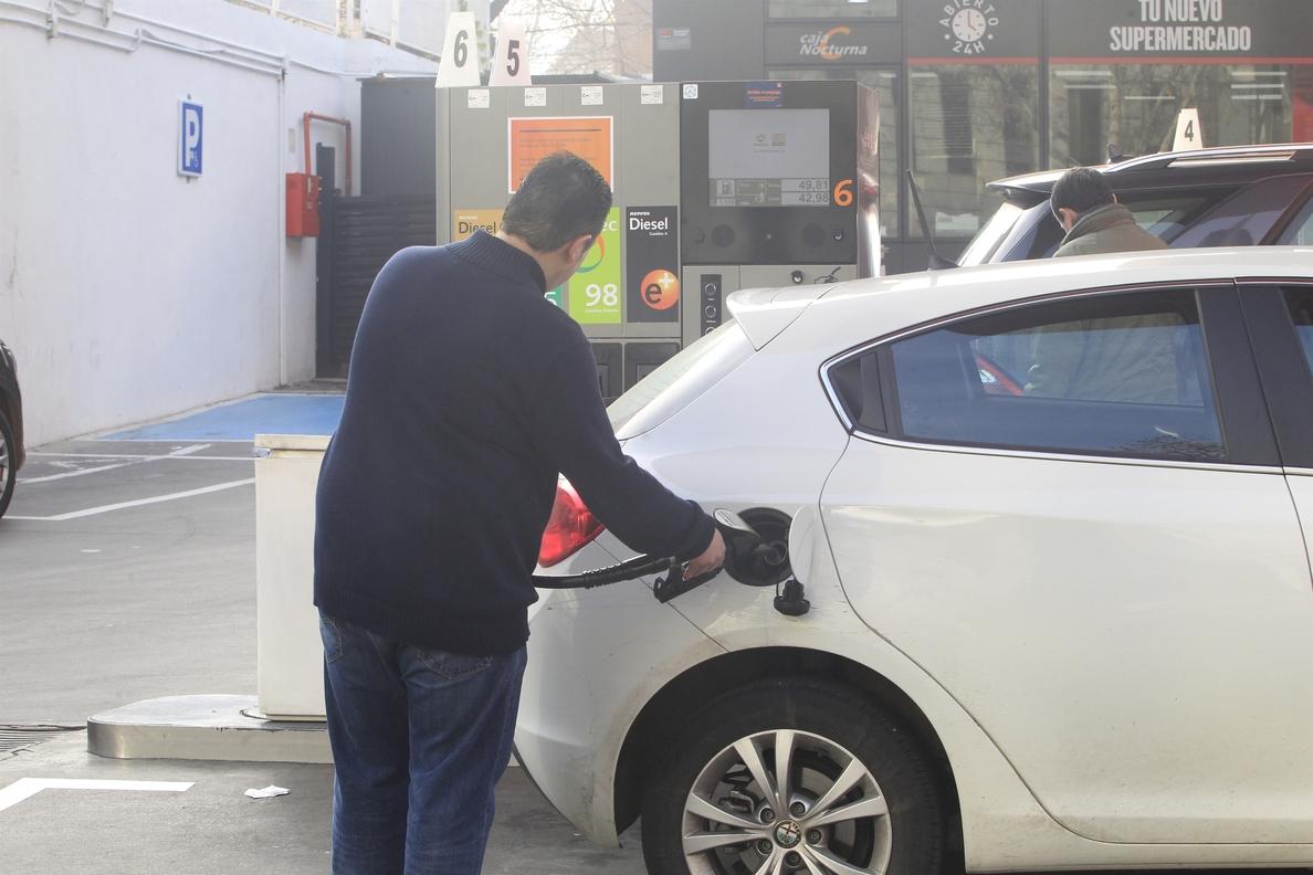 La gasolina y el gasóleo rompen las barreras de los 1,3 y 1,2 euros el litro y escalan a nuevos máximos