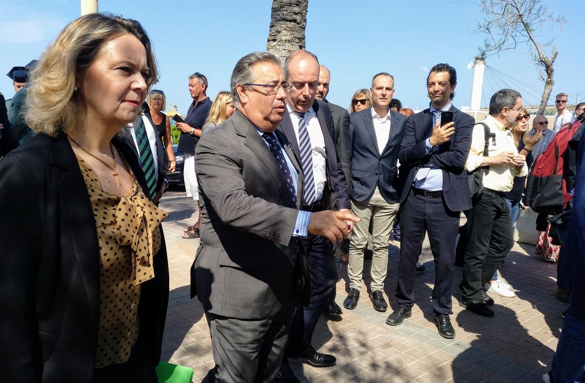 El ministro Zoido asegura que hay que «combatir» el turismo conflictivo como el que se da en algunas zonas de Baleares