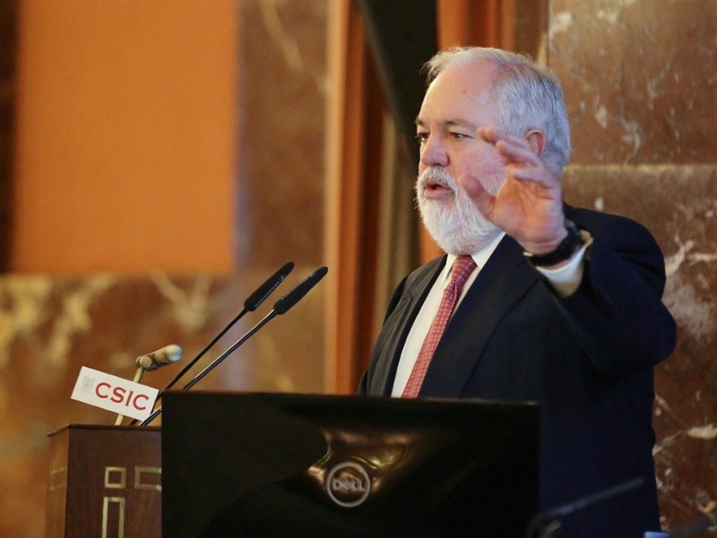 Arias Cañete viaja este viernes a Irán para reforzar la cooperación energética con el país