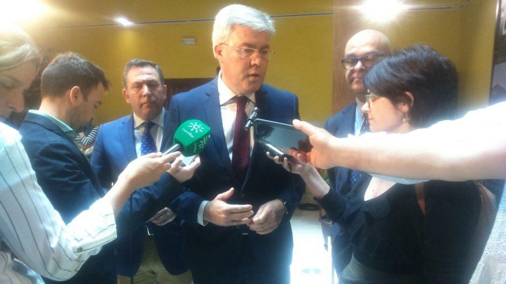 Fernández de Moya pide a Díaz que «rebaje el clima de confrontación» con el Gobierno por el modelo de financiación