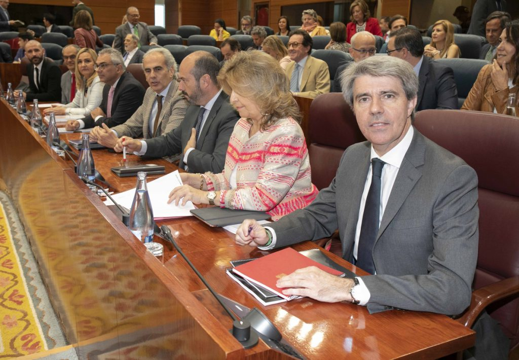 La elección de Garrido al frente de la Comunidad de Madrid deja paso a la expectación por quién ocupará la Portavocía