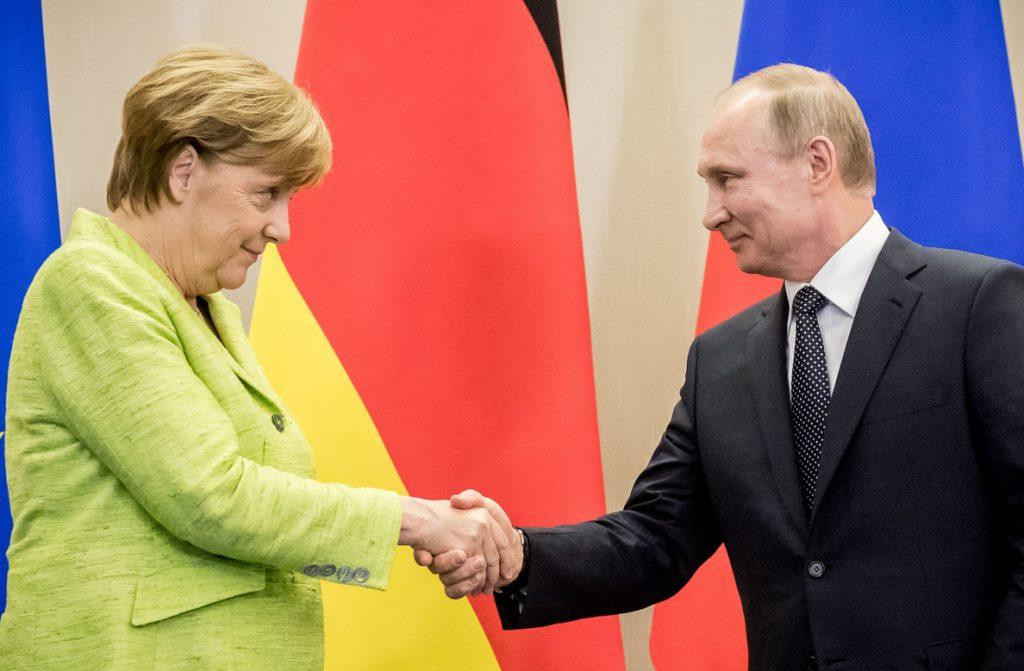 Putin dice que Rusia y Alemania sopesarán el envío de un contingente de pacificación al este de Ucrania