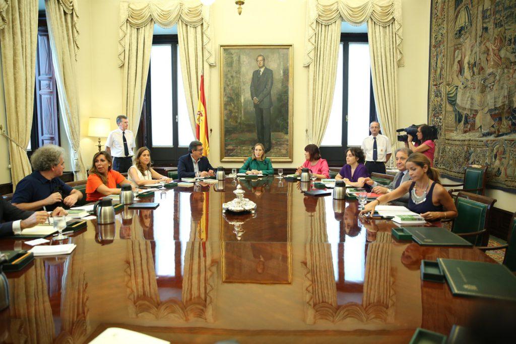 Los letrados abren la puerta a que, tras el TC, el Congreso revise el veto del Gobierno a 43 leyes de la oposición