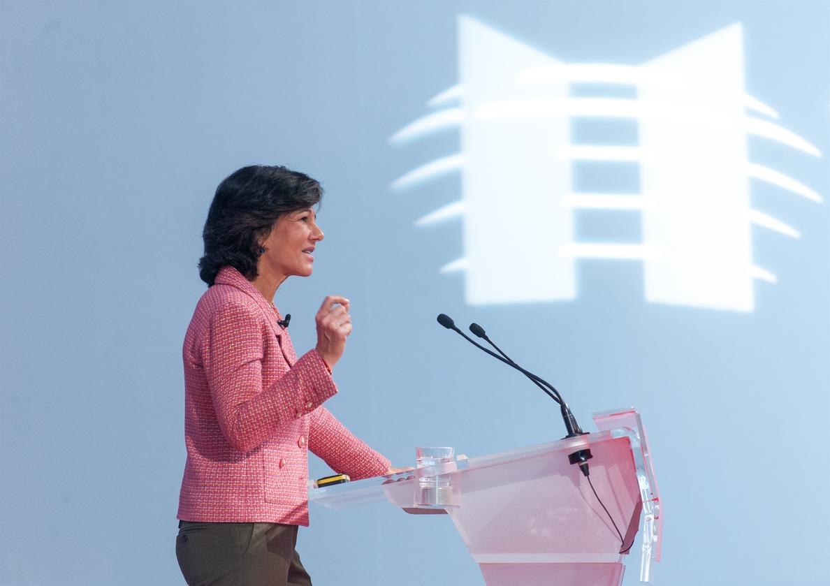 Ana Botín: «Hay que volver a enamorar a todos los catalanes del proyecto español»