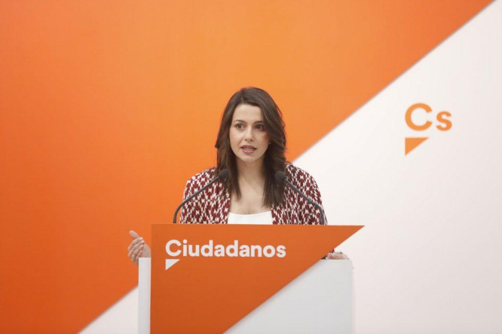 Arrimadas defiende el «patriotismo civil» y lo diferencia del «nacionalismo» catalán, el vasco y el de Le Pen