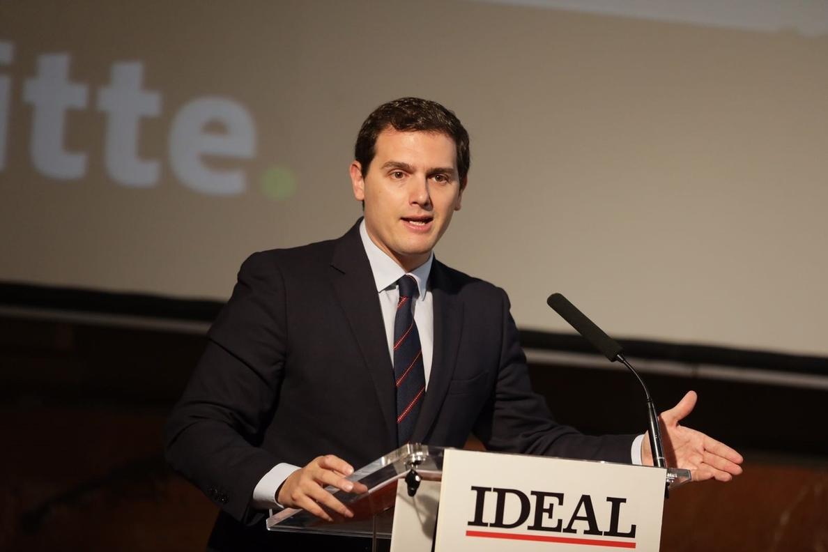 Rivera cree que el chalé desgastará «mucho» a Iglesias y ve la consulta a las bases como «una competición populista»