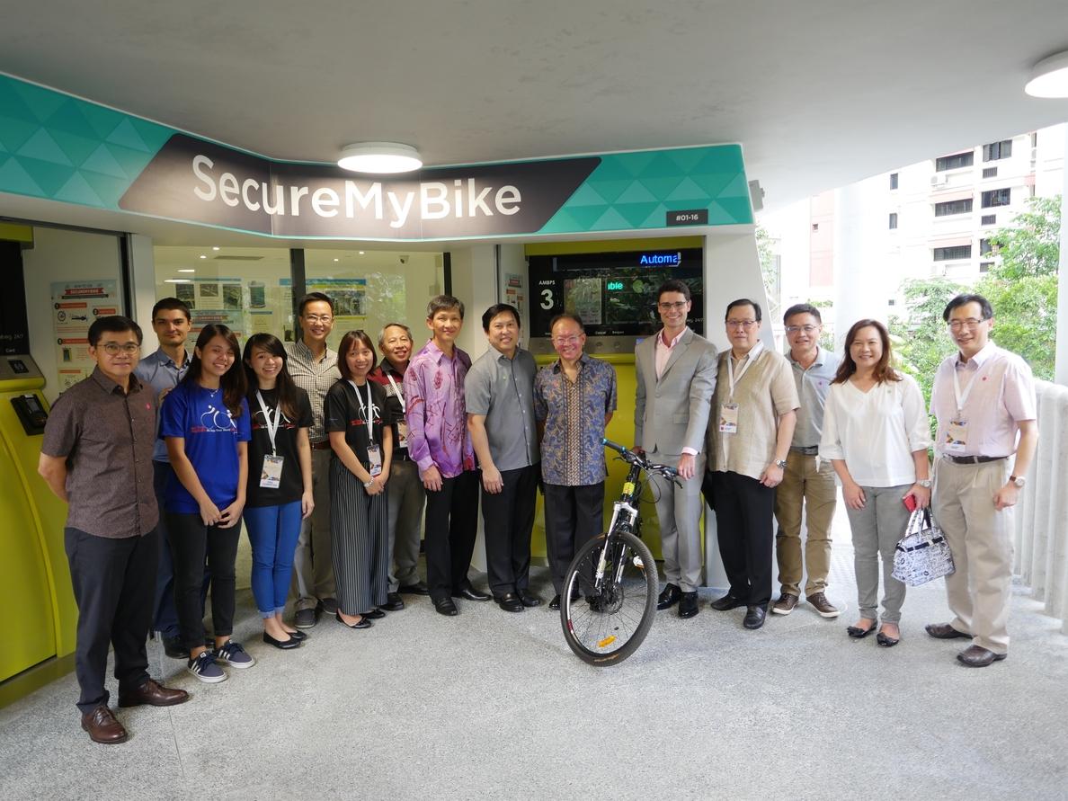 Unos aparcamientos automáticos subterráneos para bicicletas de patente española se imponen en Singapur
