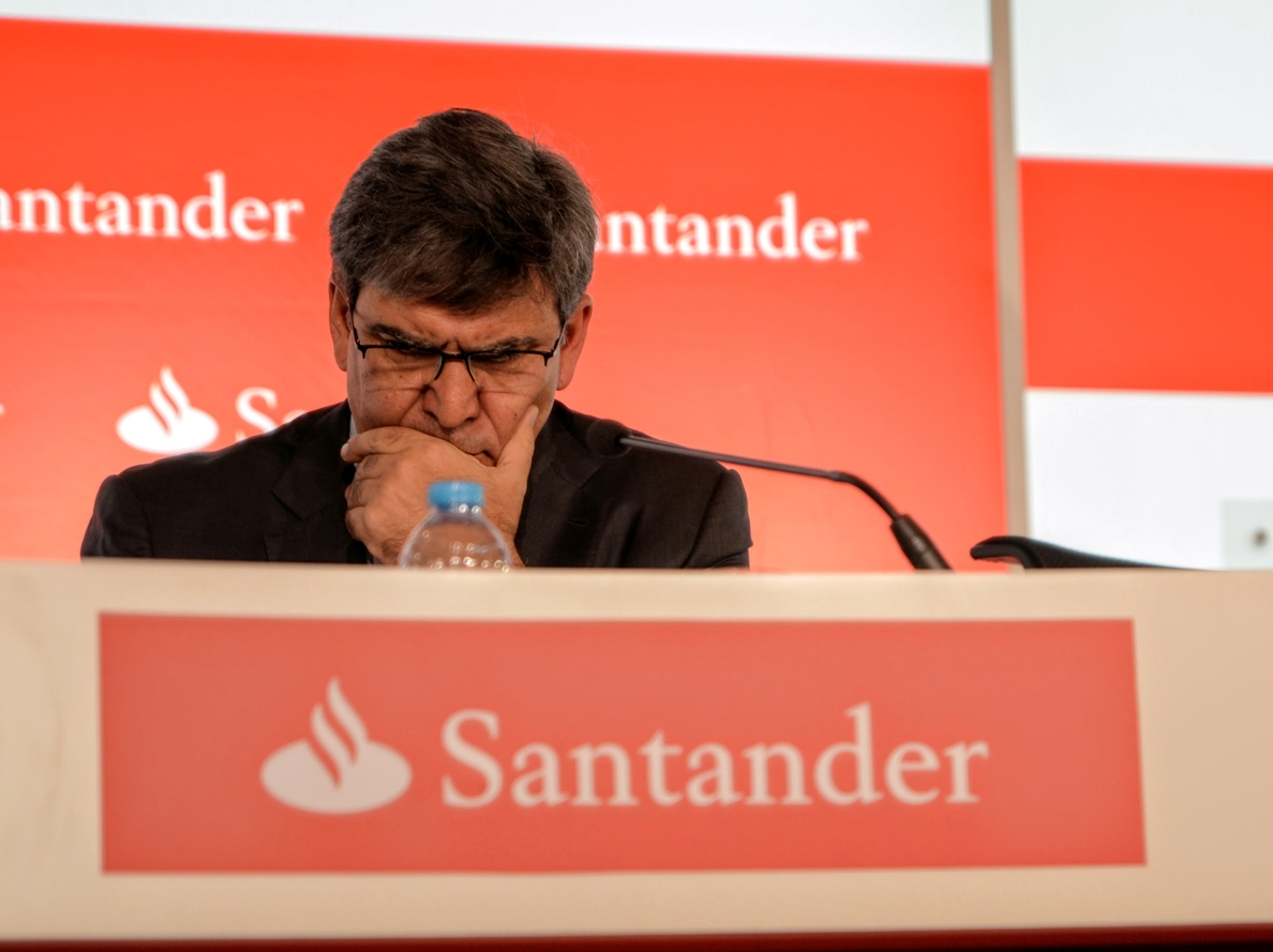 Álvarez (Banco Santander) cree que la digitalización «más que un problema es parte de la solución»